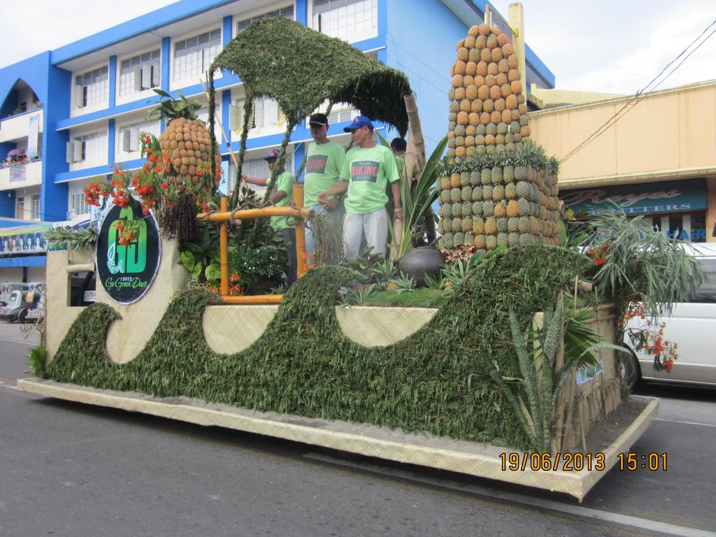 Daet Town Celebrated the Vibrant Pinyasan Festival 2013